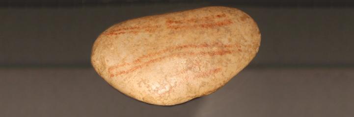 hohlenstein-kleine scheuer - kiesel mit tupfenreihen